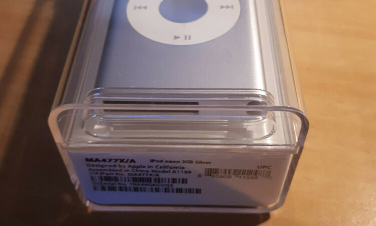 Apple iPod Nano 2nd Generation 2GB - Sealed Never Opened - Rare Collectable