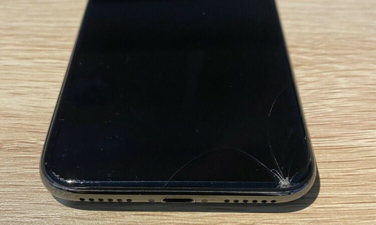 iPhone X 64gb space grey - cracked screen iPhone X 64gb space grey - cracked screen